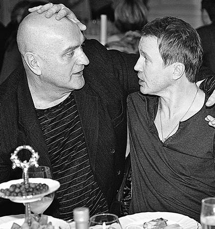 Евгений Миронов и Александр Балуев так давно не виделись, что за это время один из них успел облысеть.