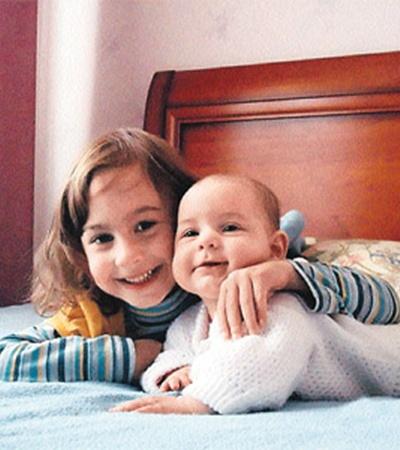 5-летнюю Ирину и грудничка Алену бандиты задушили, когда расправились с их родителями.