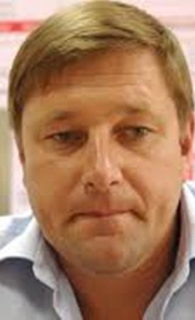 Советник министра внутренних дел Украины Константин Стогний ударил в лицо экс-министра внутренних дел Юрия Луценко после ток-шоу «Шустер live».