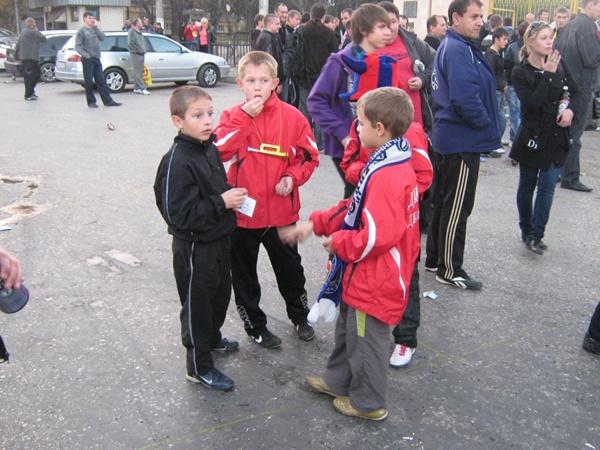 Посмотреть на живой «большой футбол» приехали воспитанники городских сельских ДЮСШ со всего Крыма