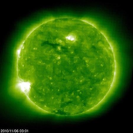 Вспышка 6 ноября произошла на самом краю солнечного диска и была направлена в другую от Земли сторону.