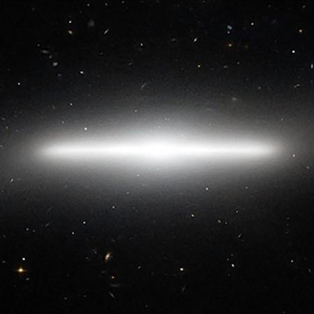 NGC 4452 такая же плоская, если смотреть со стороны, как и наш Млечный путь, который нам пока со стороны не виден.