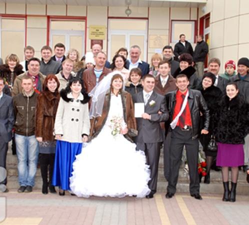 Супруги Аметовы, родственники и гости.