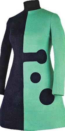 Это двухцветное мини-платьице Пьер Карден придумал еще в 1966 году. А кажется, что оно куплено в магазине вчера.