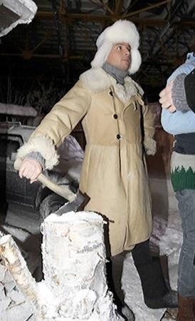 Сергей Лазарев обеспечил съемочную группу дровишками.