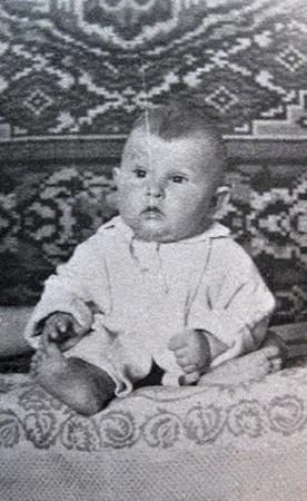 Александр Павлович солиден даже в нежном возрасте.