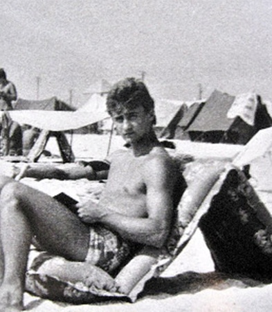 Девушки были без ума от Александра (на фото - на отдыхе на Азовском море).