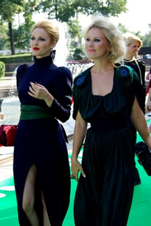 На красной дорожке Московского кинофестиваля в 2009 году. Екатерина Гринчевская, тогда еще супруга Капкова, и Ксения Собчак. Кто же знал, что подруги станут соперницами?