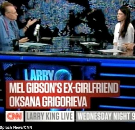В шоу Ларри Кинга Оксана вспомнила о том дне, когда Мел Гибсон набросился на нее с кулаками.