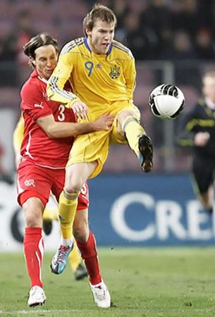 Ярмоленко продемонстрировал итальянскому тренеру, что умеет забивать «спиной» - после удара Алиева мяч попал в Андрея, а затем отскочил в ворота.
