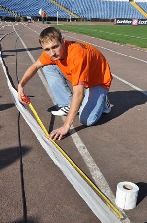 Измерив длину рулона, мы убедились, что он в полтора раза короче, чем обещают производители