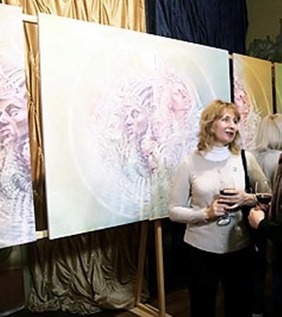 Живопись в стиле «свет-арт» помогает раскрыть внутренний мир каждого. На фото триптих «Корабль Иштар».