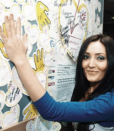 Анна Добрыднева (группа «Пара Нормальных») протянула руку помощи детям.
