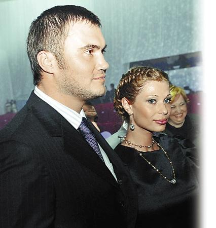 Виктор Янукович-младший впервые после родов вывел в свет супругу Ольгу.