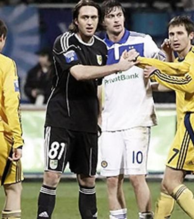 После матча в Киеве «Динамо» опережает «Металлист» на два очка.