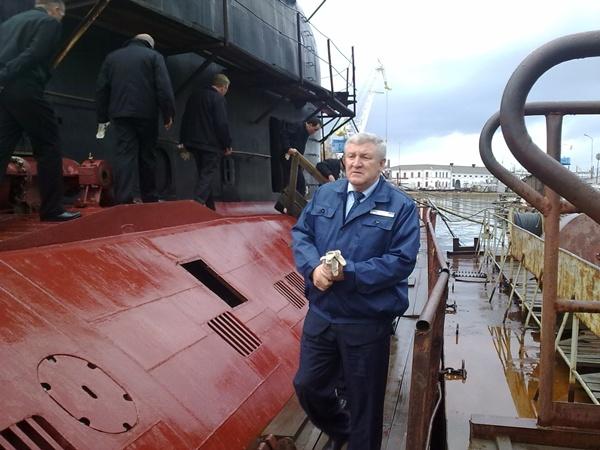 Фото автора . Министр обороны посетил 13 завод ЧФ РФ, где ремонтируется подводная лодка