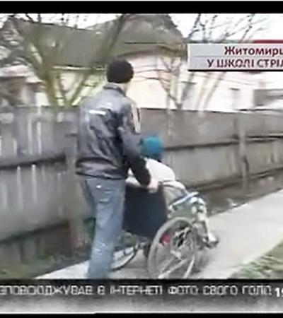 Стрелявший школьник Ваня Баранов пока не ходит на уроки. Сейчас он ухаживает за больной мамой.