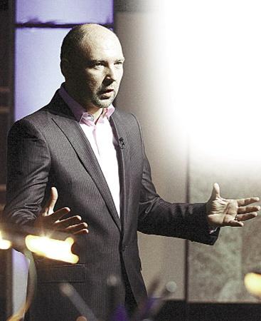 Ведущий проекта Александр Богуцкий выступил в роли модератора дискуссии.