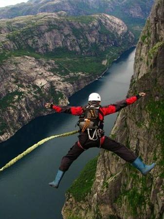 Рекордный прыжок совершен в Норвегии.