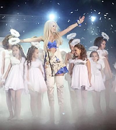 Певица примерила на себя  образ ангела.