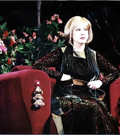 В комедии нравов «Госпожа министерша» внезапный подарок судьбы резко ухудшил характер главной героини.
