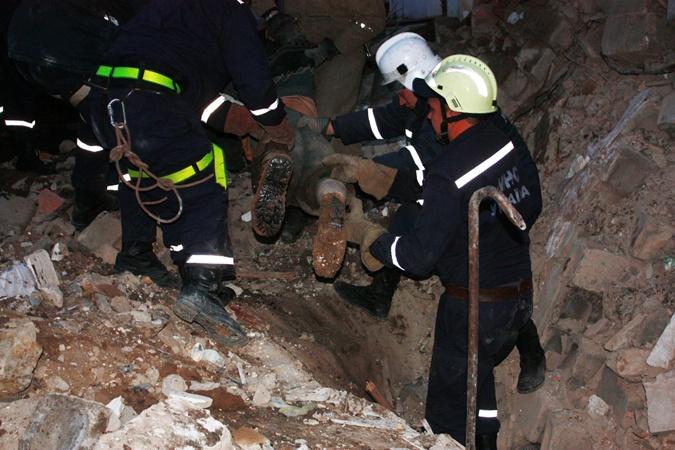 Сейчас на месте трагедии работает отряд спасателей. Фото: ГУ МЧС