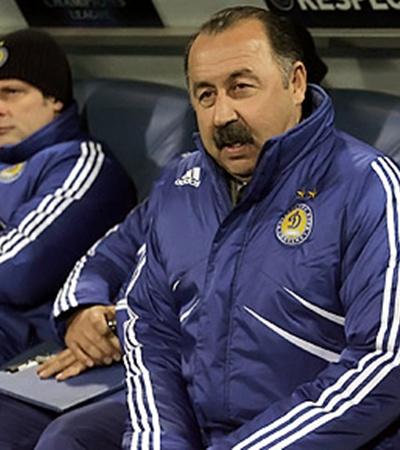 Олег Лужный (слева) стал главным с приставкой «и.о.» после ухода Газзаева из киевского клуба.