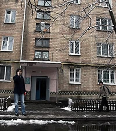 На первом этаже этой хрущевки находится квартира Колотницкой.