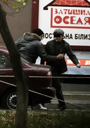 На выходе из аптеки оперативник перехватил подозрительного покупателя.