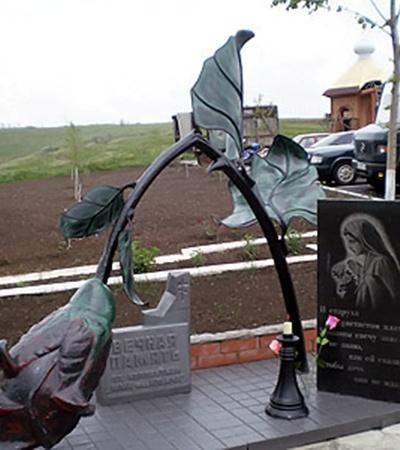 Памятник погибшим женщинам-солдатам под Чапаевкой.