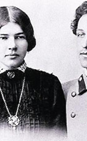 Молодой поэт Блок и его «Прекрасная Дама» (ставшая, впрочем, женой) - Любовь Менделеева.