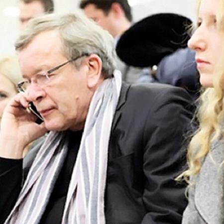 Виктор Ерофеев с молодой женой.