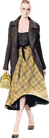 «Донна Каран» рекомендует: клетчатая юбка, жилетка из овчины.