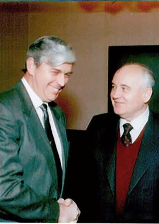 Фред Финн организовывал поездку Михаила Горбачева в Великобританию.