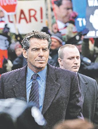 В «Призраке» Романа Поланского Пирс Броснан сыграл коррумпированного британского экс-премьера.