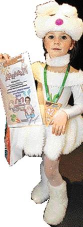 Зайка Вика Сезоненко (4 года) заслужила диплом за креативный костюм.