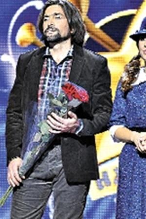 Проявить себя на проекте Асону помогла партнерша - певица Злата Огневич.