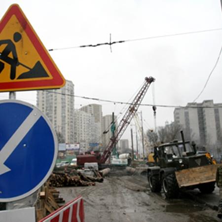 На Голосеевской площади работа над подземным переходом в разгаре.