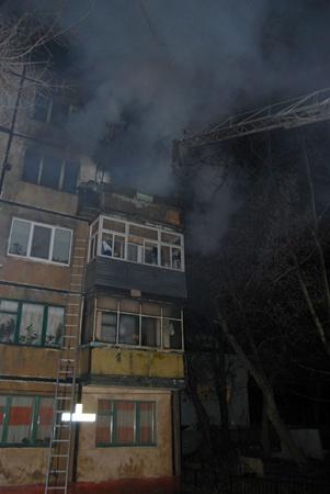 Огонь не успел перекинуться на другие квартиры. Фото предоставлено пресс-службой Днепропетровского облуправления МЧС.