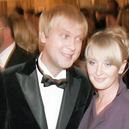 С Юлией Сергей живет 14 лет. Два года назад супруга родила ему дочь. Аккурат в день рождения мужа.