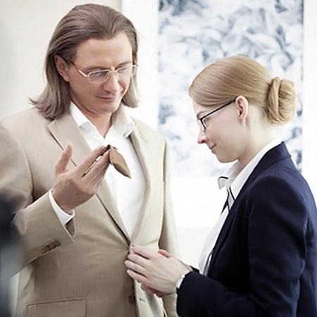 Вместо Фрейндлих в роли Калугиной Ходченкова, вместо Басилашвили, игравшего Самохвалова, - Башаров.