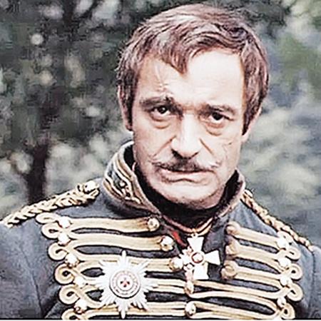 Валентин Гафт сумел показать мятущуюся душу подневольного полковника.