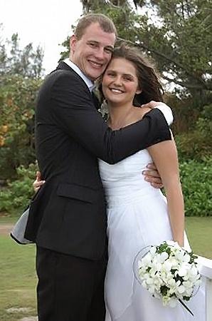 Егор и Яна познакомились шесть лет назад и всего два года как сыграли свадьбу...