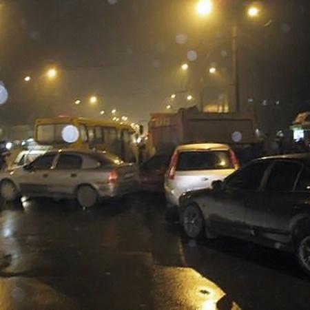 В ДТП пострадало 6 машин.