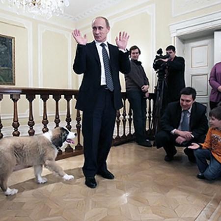Дима Соколов предложил для собаки премьера кличку Баффи. Фото: Марина ВОЛОСЕВИЧ.