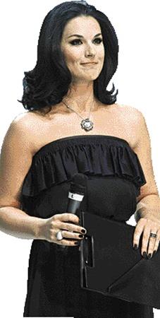 Пока Маша Ефросинина сверкала бриллиантовым кулоном, стоя на сцене...