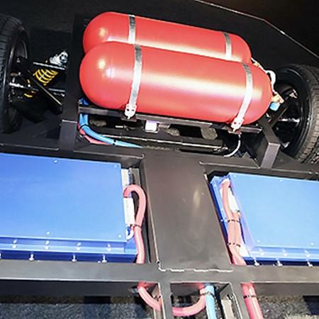 В тыльной части расположены баллоны для газа (красные) и суперконденсаторы (синие).