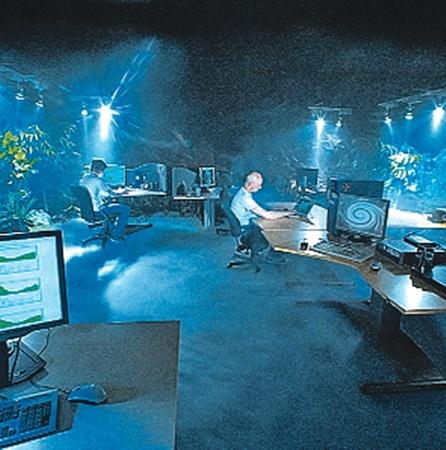 А компьютерный зал в толще гранита похож на декорации из фильмов про Джеймса Бонда.