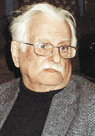 Режиссер Марлен Хуциев помог разукрасить свою картину.