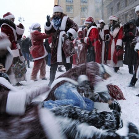 Дедов Морозов много не бывает!